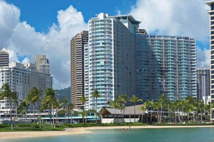 Lovely Ilikai Waikiki Beach Oasis