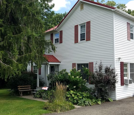 Quiet & Clean 2-BR Upstairs Apt in Trumansburg NY
