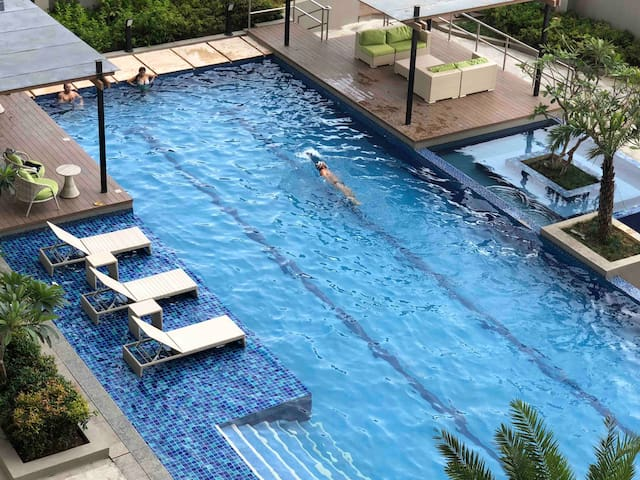 Jun's Twin Bed (Pool Side View) City Center CEBU