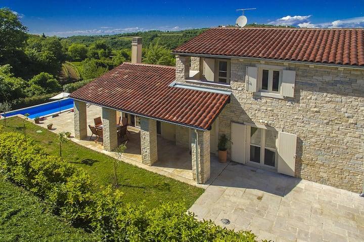 Schöne Villa Samanta mit Pool in Istrien