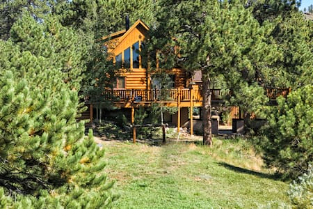 Secluded Log Cabin on Stream & Lake