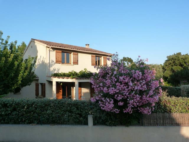 Villa 700 m from the beach and shops. - Lecci - House