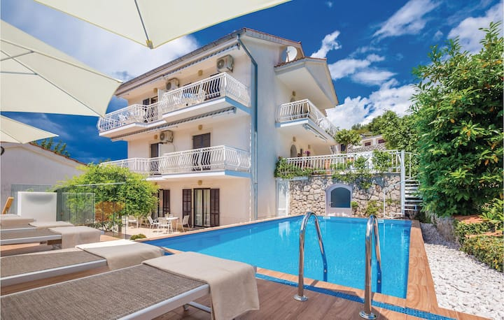 Stunning home in Malinska with WiFi and 2 Bedrooms