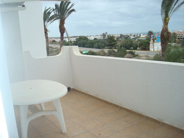 Impressive apartment in ground floor with terrace of 2 rooms, A / A and pool. 4