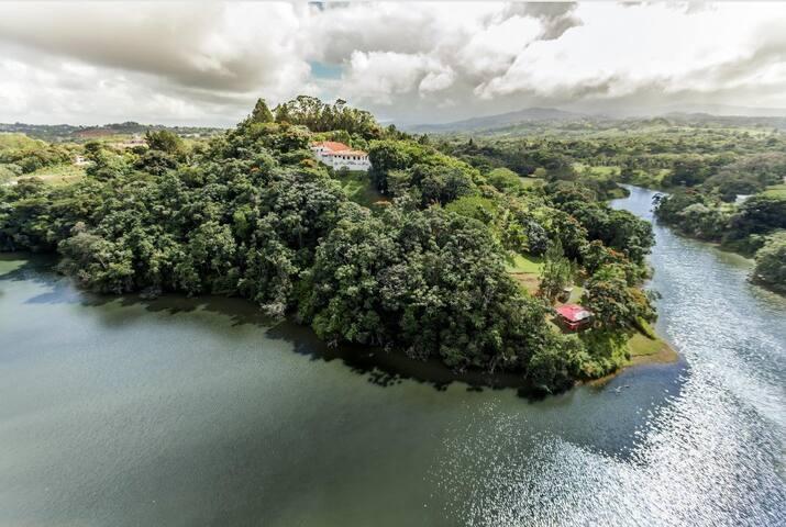 """La Peninsula"" Mountain & Lakeside Luxury Estate"