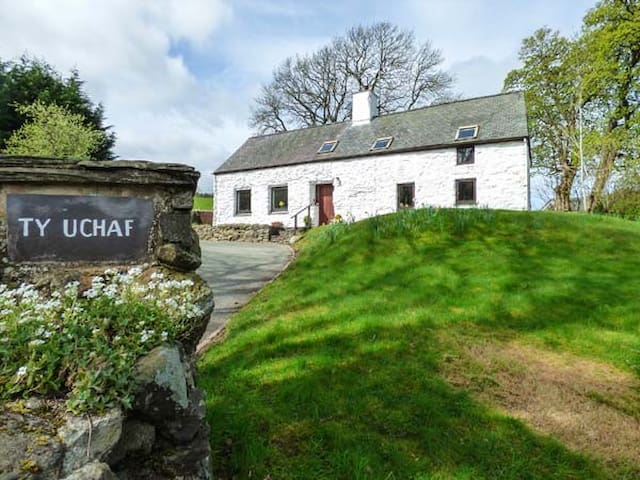TY UCHAF, character holiday cottage in Llangwm, Ref 955390