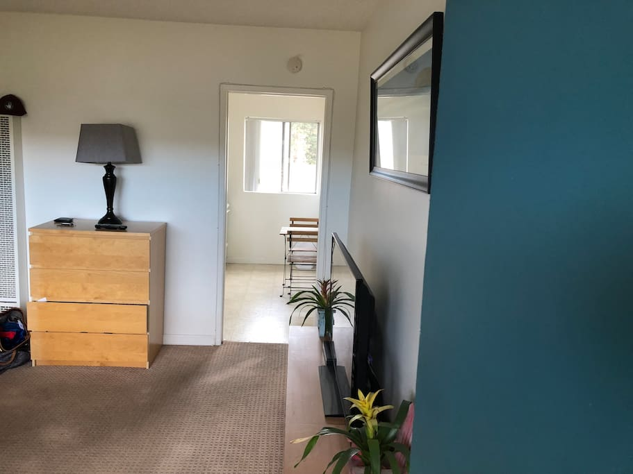 Spacious studio with large flatscreen tv with cable channels