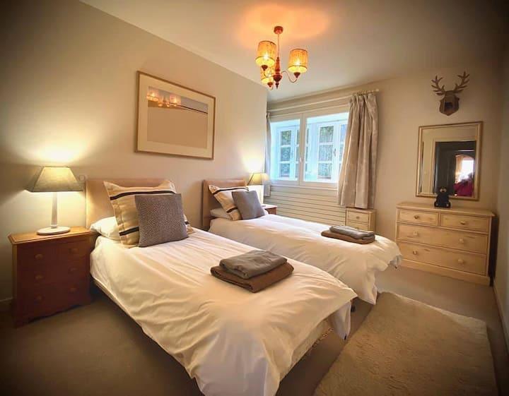 Twin bedroom in Savoyard chalet, near Les Gets