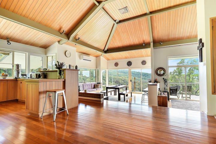 Luxury Treehouse Retreat Getaway 'Kodama'