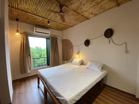 2BR cottage-style stay at lush stud farm