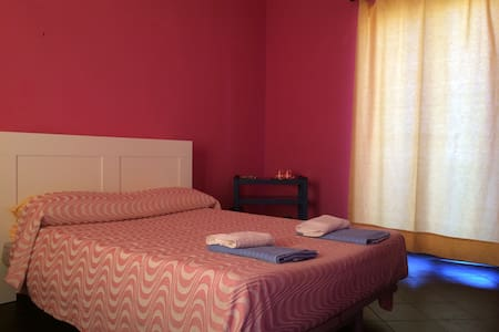 CHARMING ROOM AND BEST LOCAL FOOD! - Frattamaggiore - Ev