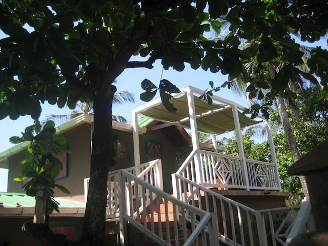 'Crows Nest' Studio Apt. on Beach - Corn Island - Lakás
