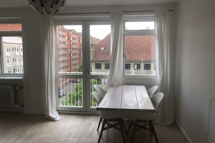 Beautiful, bright apartment in the heart of CPH