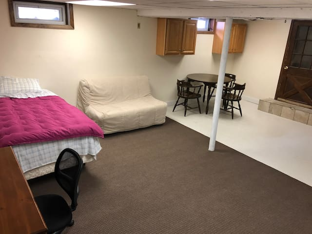 Large and Spacious Room to Host Travelers! WH B1