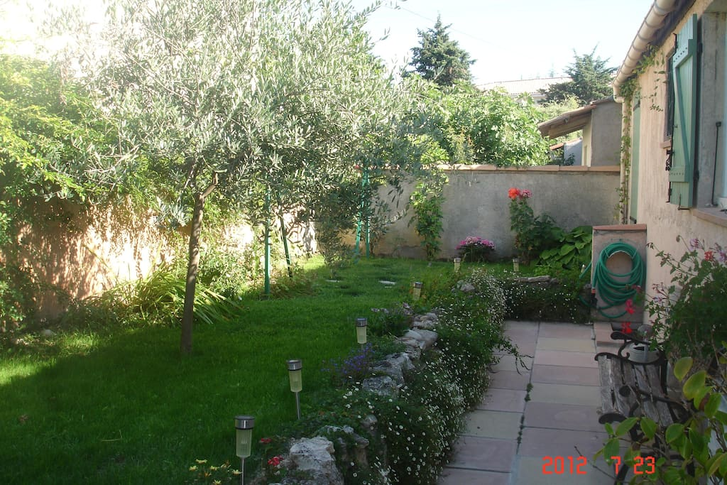 1 chambre dans villa houses for rent in saint cannat for Chambre de commerce aix en provence