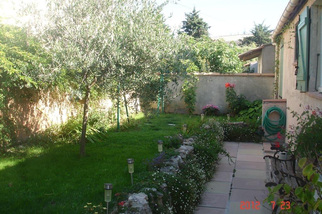 1 chambre dans villa houses for rent in saint cannat - Chambre de commerce aix en provence ...