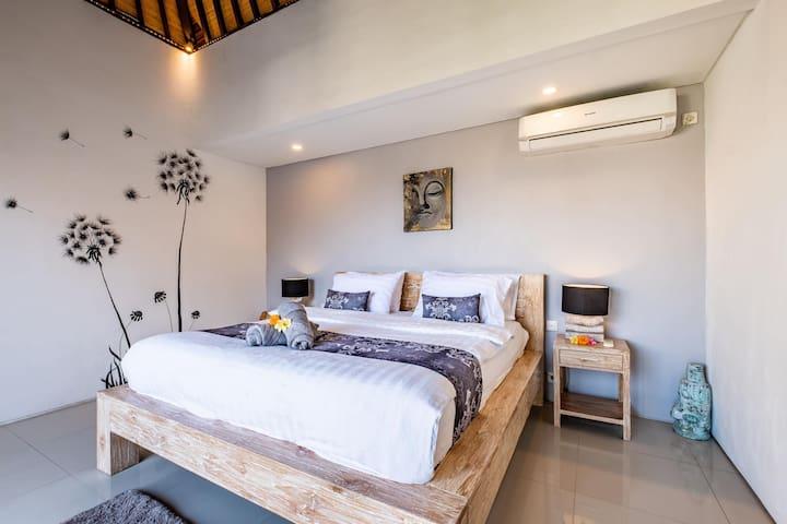 Bedroom with En-suite 2