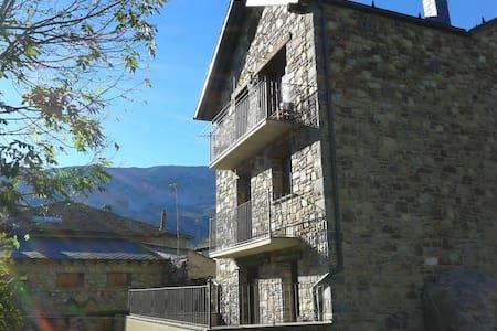Duplex abuhardillado,Valle Benasque - Sos