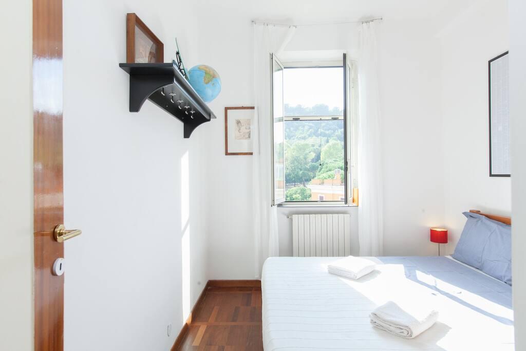 Room in wonderful mini-attic Rome