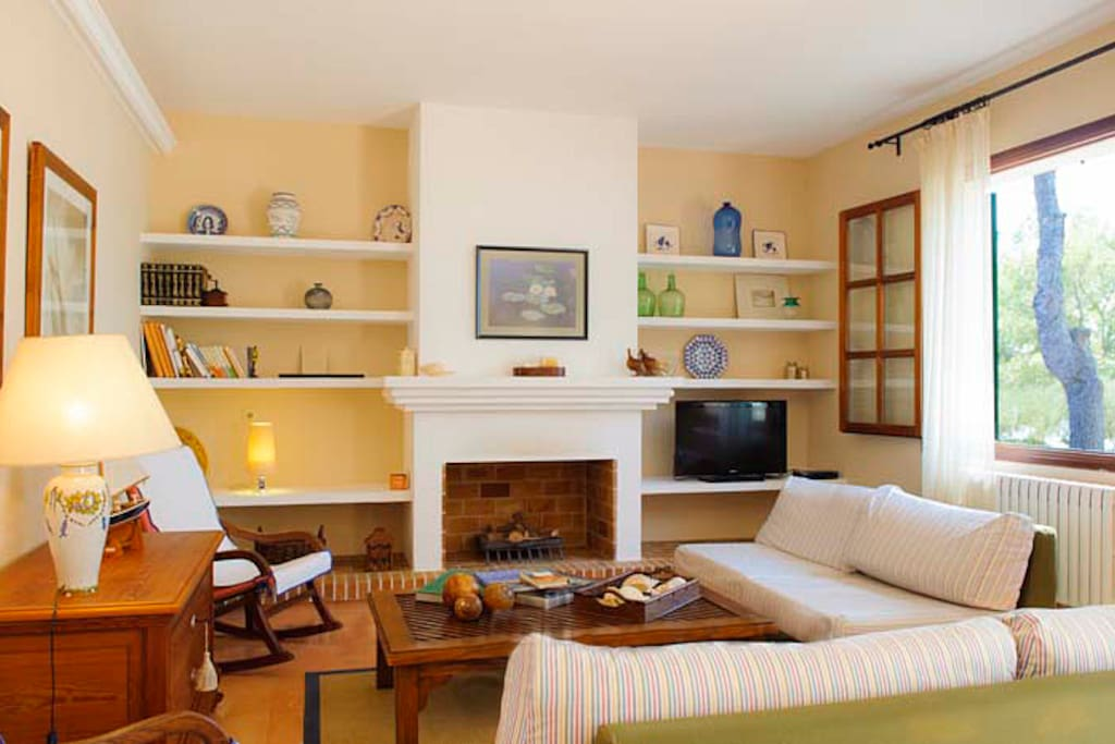 The cozy, spacious living area is equipped with a fireplace.