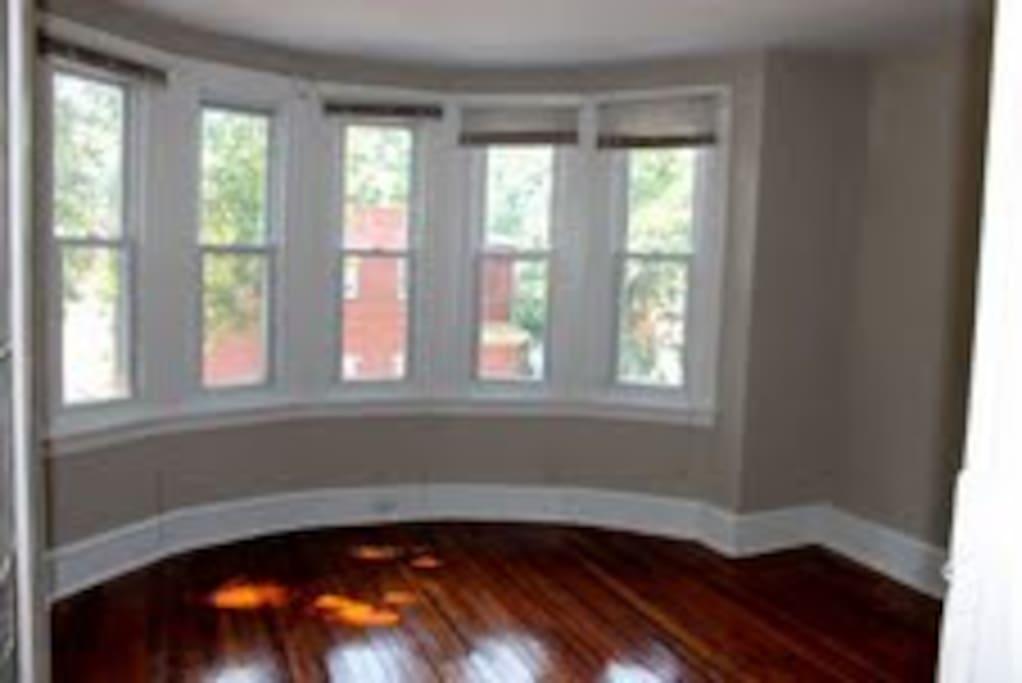 Cylinder 5-window Victorian bay with cedar pine floors