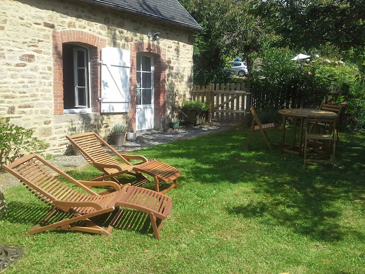 Self catering cottage between Normandy & Brittany