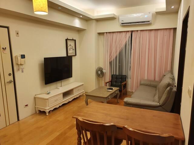 兩房一廳(2 bed rooms / 1 living room) 提供舒適及非常便利的機能