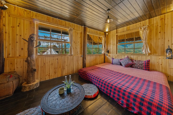Wooden & Cozy Home on top of Mountain Nest Room