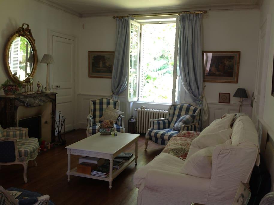 belle maison d 39 h tes en centre ville chambres d 39 h tes louer nantes pays de la loire france. Black Bedroom Furniture Sets. Home Design Ideas