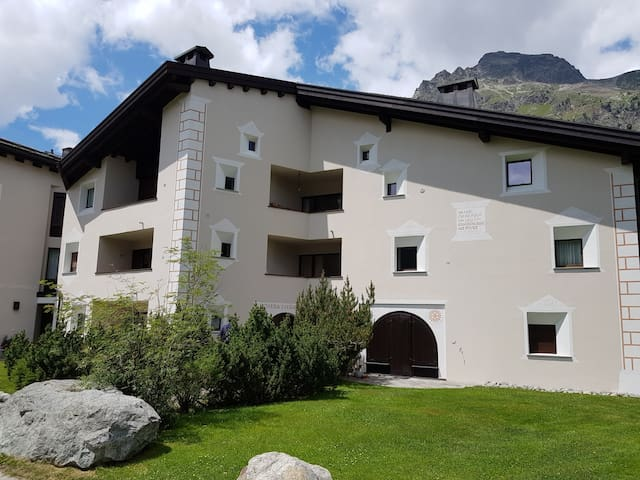 Charming Engadine style holiday apartment