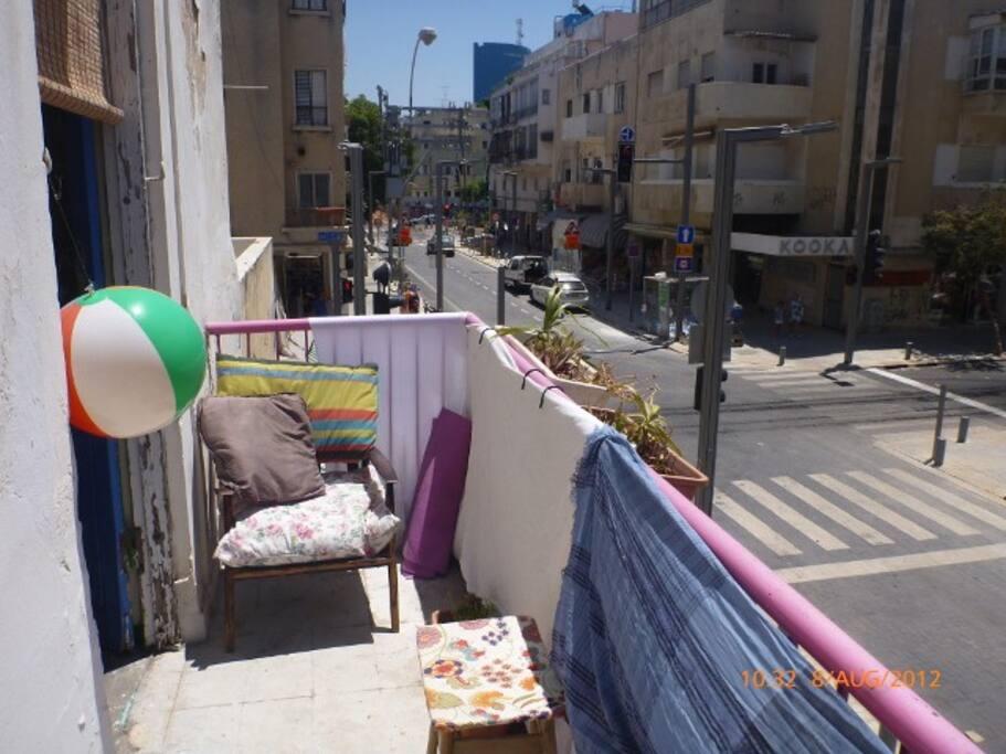 front balcony onto Shenkin street