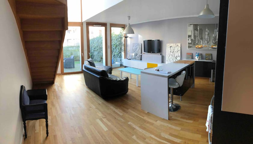 Beau Duplex style loft avec terrasse.
