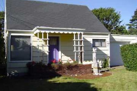 Private Retreat Just Two Blocks from the Beach! - Lincoln City