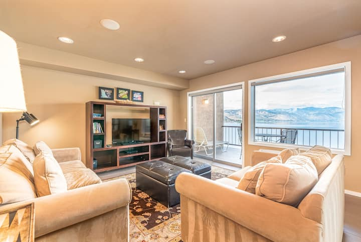 Grandview Lake View 403! Luxury 2 Bedroom Waterfront condo, sleeps up to 6!