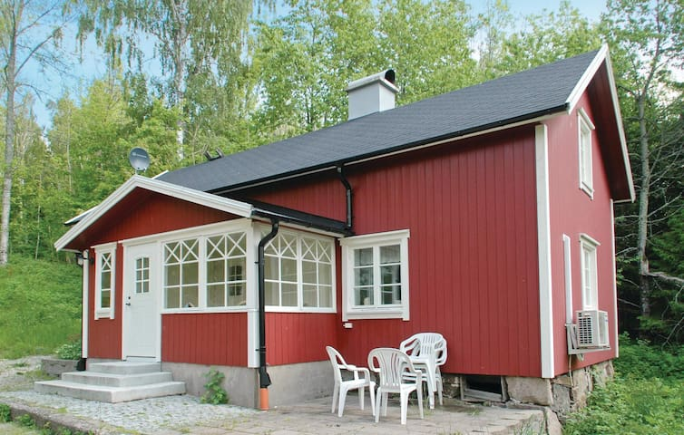 Holiday cottage with 2 bedrooms on 77m² in Mellerud