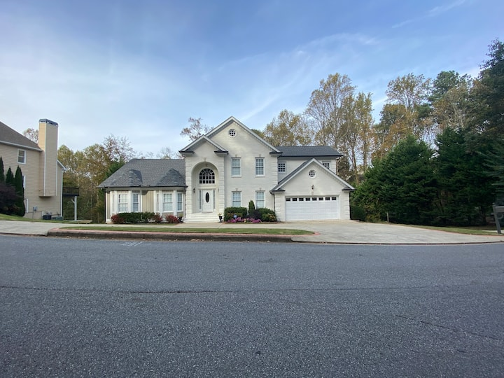 Entire house-Sandy Springs-Comfy  3 Bedrooms house