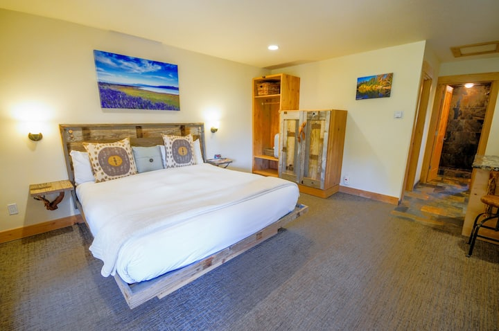 Lake Tahoe Deluxe King, Bunk, Kitchen - for 5