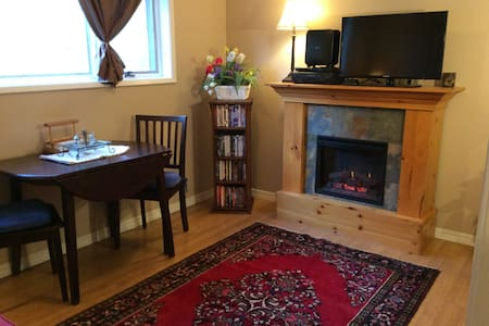 """""""Suite Coeur D Alene Flat""""  with Kitchenette!"""