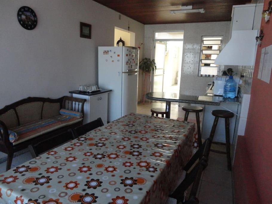 Cozinha completa: microondas, cafeteira, louças....