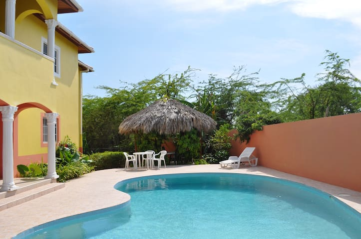 Seaside Villa, Jamaica - Treasure Beach
