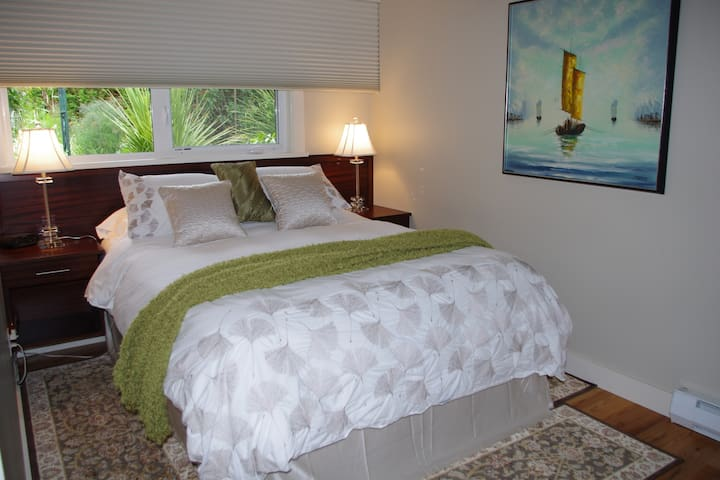 Queen size custom mahogany headboard with floating night tables