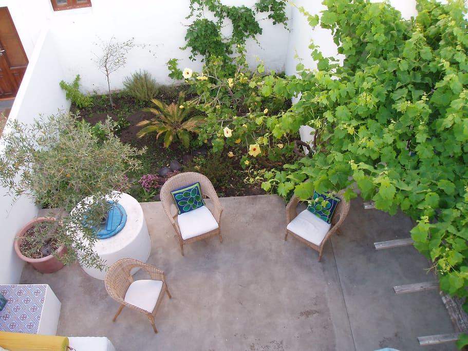 altra parte del patio, sempre vista dal terrazzo