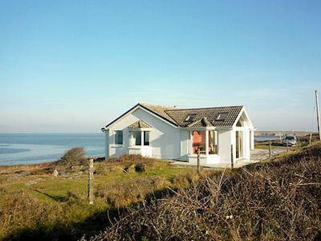 Flaggy Shore Lodge (YWM)