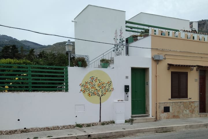 Artist's house facing the sea