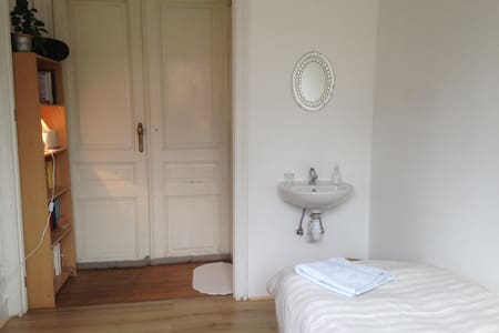Cozy room with a view of the garden - Saint-Gilles - Townhouse
