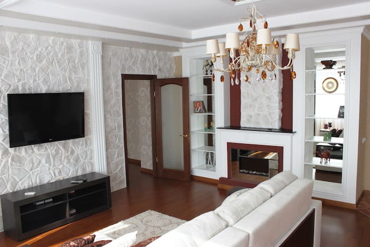 Jacuzzi,fireplace,panoramic view - Kharkiv - Departamento