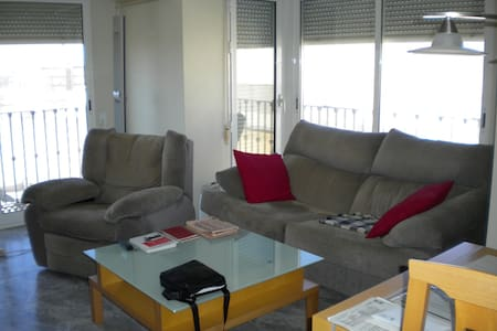 Quiet and sunny room close to the beach - Santa Pola
