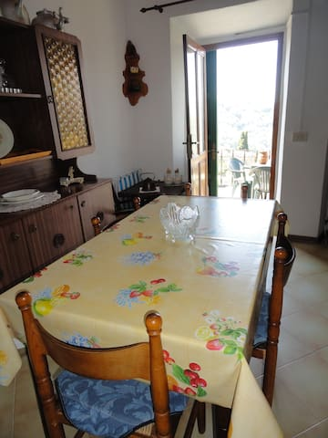 Sala da pranzo con accesso alla terrazza