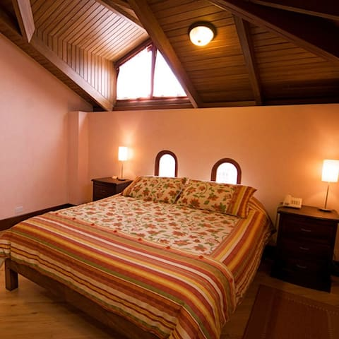 Hotel casa foch quito double room bed and breakfasts for Hotel design quito