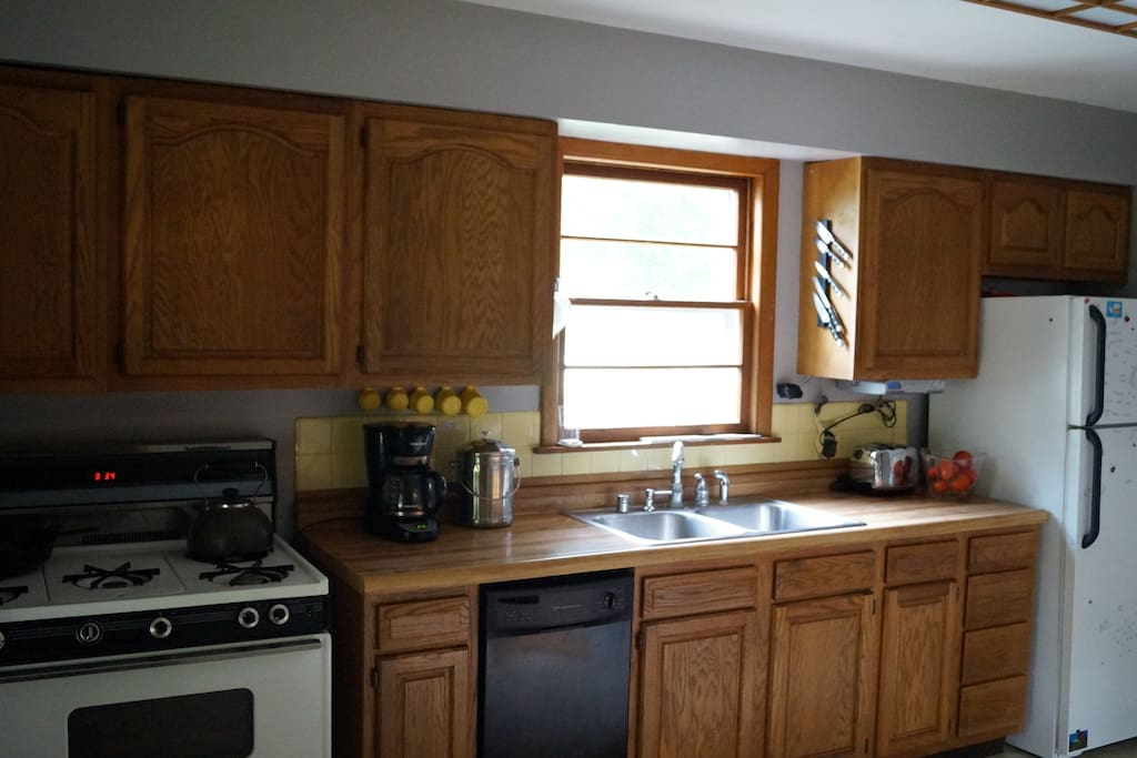The kitchen: 5 burner gas stove, microwave, and coffee maker. Use the radio, knives, and ample fridge space.